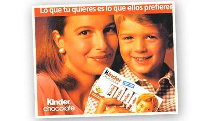 1992<br />Kinder<sup>®</sup> Chocolate aparece en el mercado español como la única tableta de chocolate en porciones rica en leche, que pone de acuerdo madres e hijos.