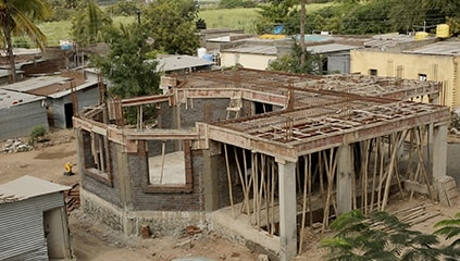 Phases of the construction, in Gunawadi, of one of the eight Anganwadis of the Ferrero social project